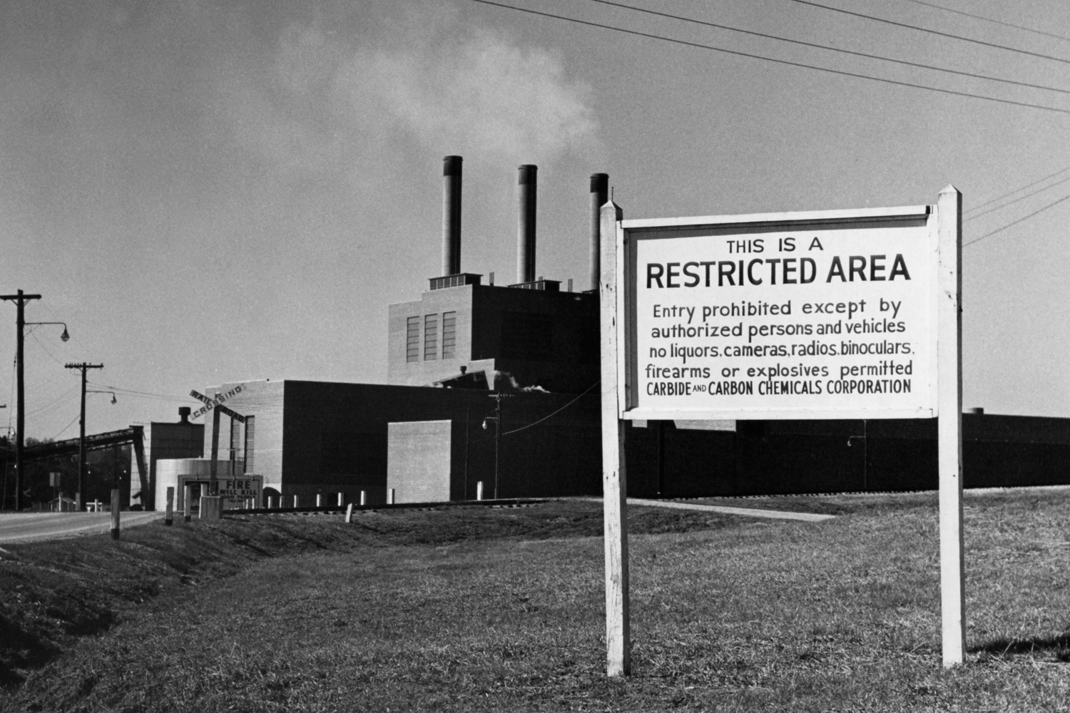 Sign at the entrance to the K-25 Powerhouse in 1949